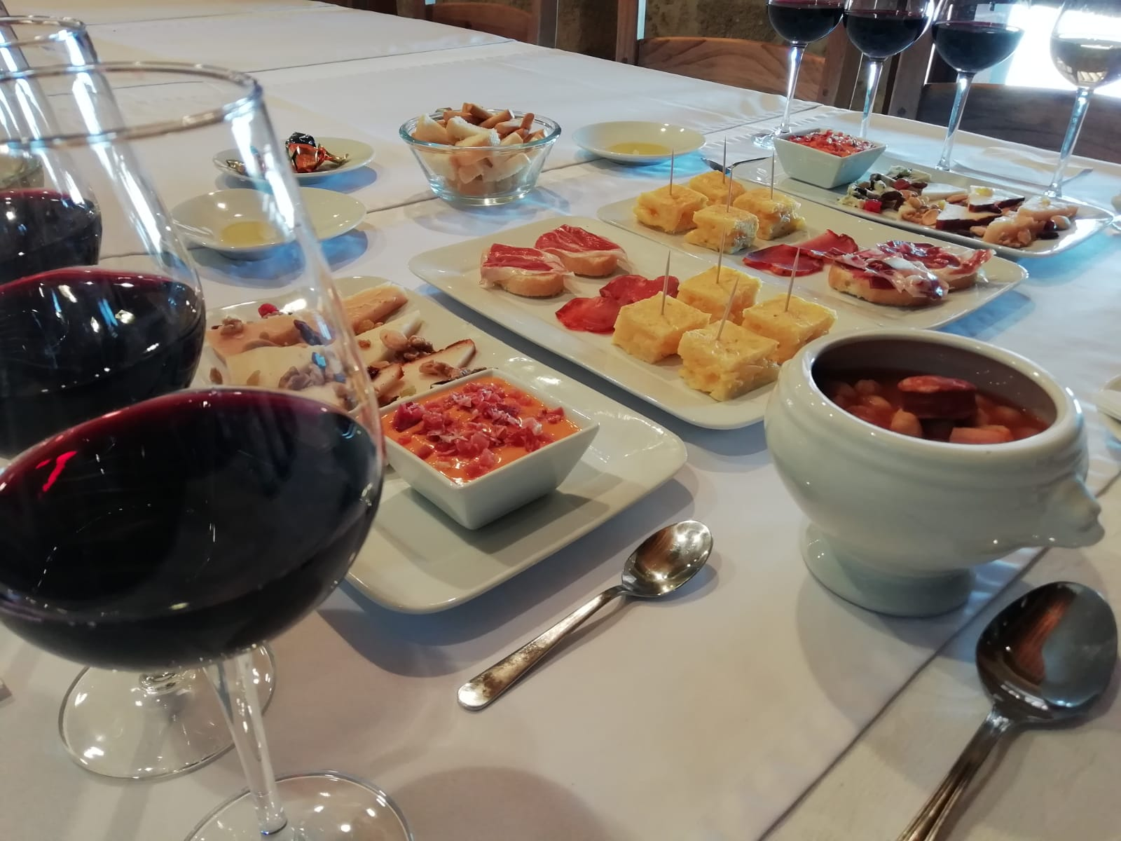 12:00h - TOUR, TASTING AND TAPAS LUNCH - ENGLISH